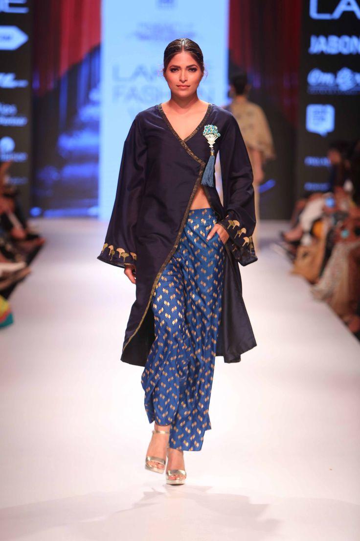Glimpse of stunning collection by Shruti Sancheti at Lakme Fashion Week Winter Festive 2015! #JabongLFW