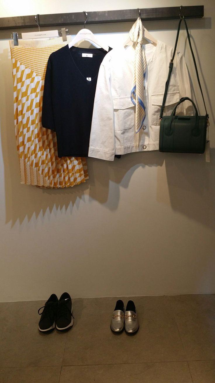 Josephine Yellow pattern Pleats skirt & black Knit Green shoulder bag. 이화여대5길3  Seoul, Korea