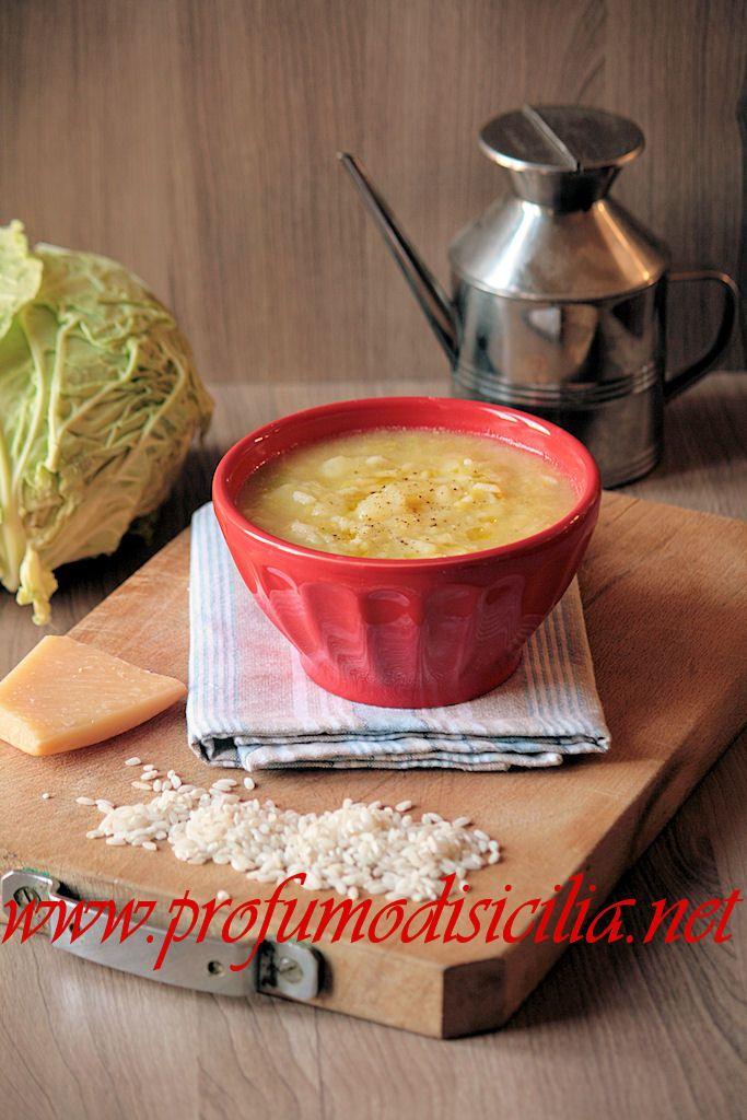 Il Riso con Verza e Patate è un piatto tradizionale veneto delizioso, che si prepara in pochissimi minuti, con poca spesa ed è buonissimo.