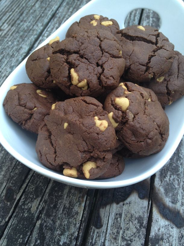 The beloved chocolate and peanut butter combination comes together in soft, flourless cookie. These simple cookies can be made, start to finish, in just about 30 minutes! Everyone loves these Flour...