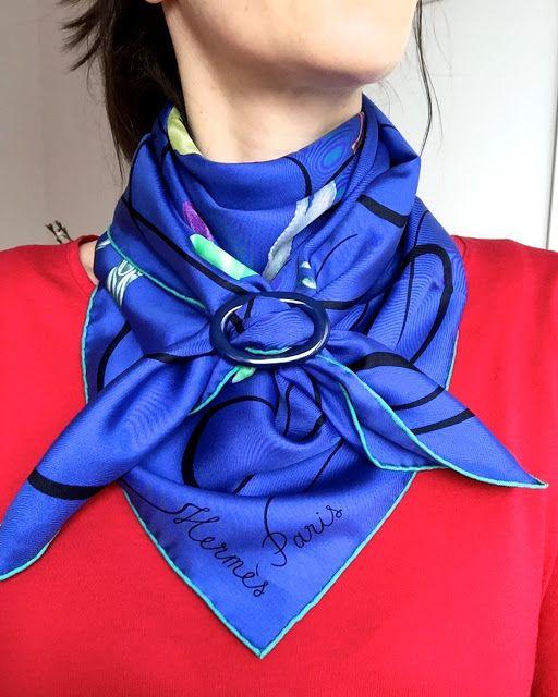 Un pañuelo o foulard, no solo se puede usar con nudos. También existen accessorios (como el de la imagen) que te permiten otras opciones. #foulard #trucos #estilo