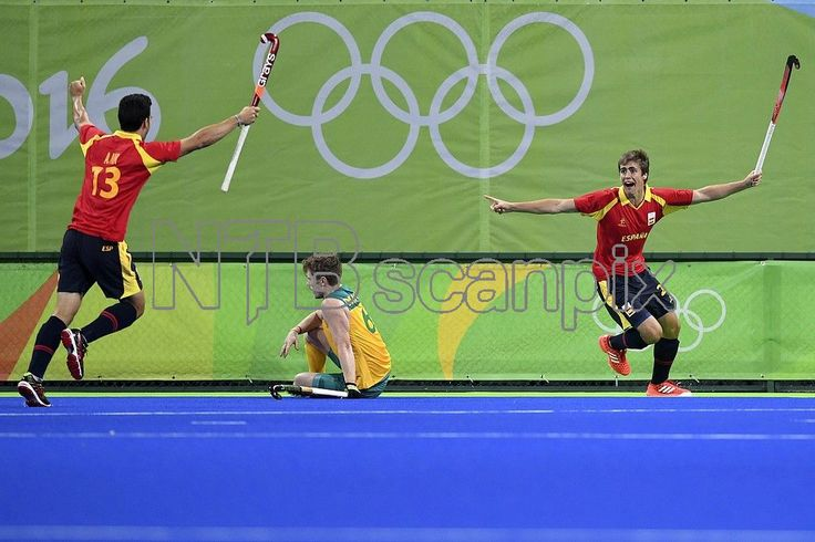 Alex Casasayas of Spain (right) celebrates after scoring a goal during the men's preliminary round Pool A Field Hockey game between Australia and Spain of the Rio 2016 Olympic Games at the Olympic Hockey Centre in Rio de Janeiro, Brazil, 07 August 2016. EPA/LUKAS COCH AUSTRALIA AND NEW ZEALAND OUT