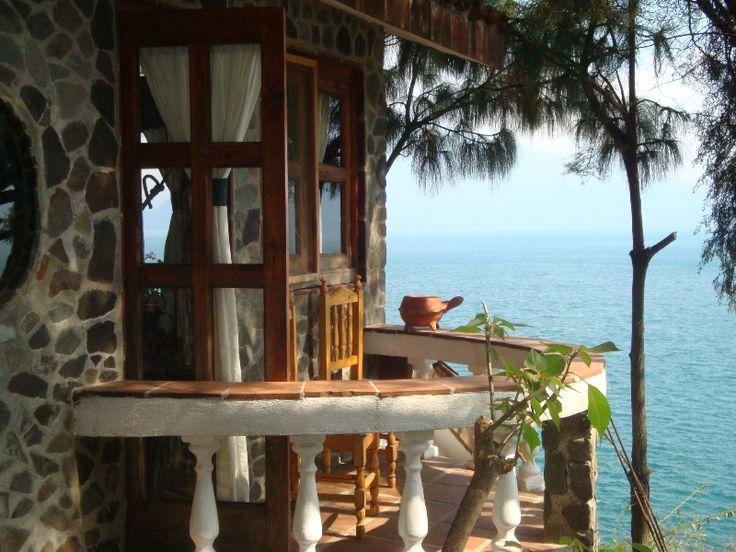 our lago atitlan tree house: the amazing Casa del Mundo