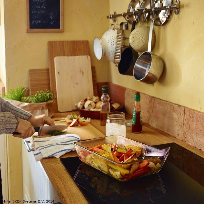 Legume la cuptor și condimente potrivite. Acum miroase a toamnă :) www.IKEA.ro/platou_MIXTUR