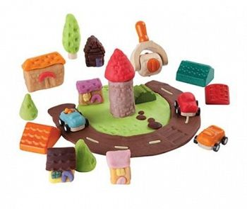 Ett set med alla byggverktyg som barnen behöver för att bygga en egen liten stad av trolldeg eller lera. Gör vägar, bilar och byggnader.