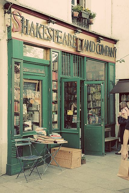 Shakespeare and Company bookstore in Paris.: