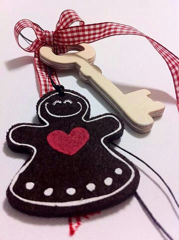 "Handmade Christmas charm with wooden handmade key and ""ginger cookie man"". By KIKOmania 10€ Χειροποίητο γούρι"