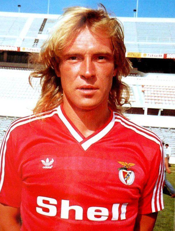 SLB - Michael Manniche: de 1983 a 1987, 132 jogos, 75 golos, 2 campeonatos, 3 Taças de Portugal e 1 Supertaça