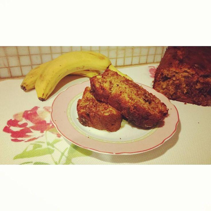 Banana cake with praline chocolate
