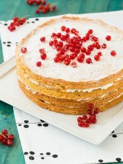 Tort z bitą śmietaną i porzeczkami #recipe #panitereska