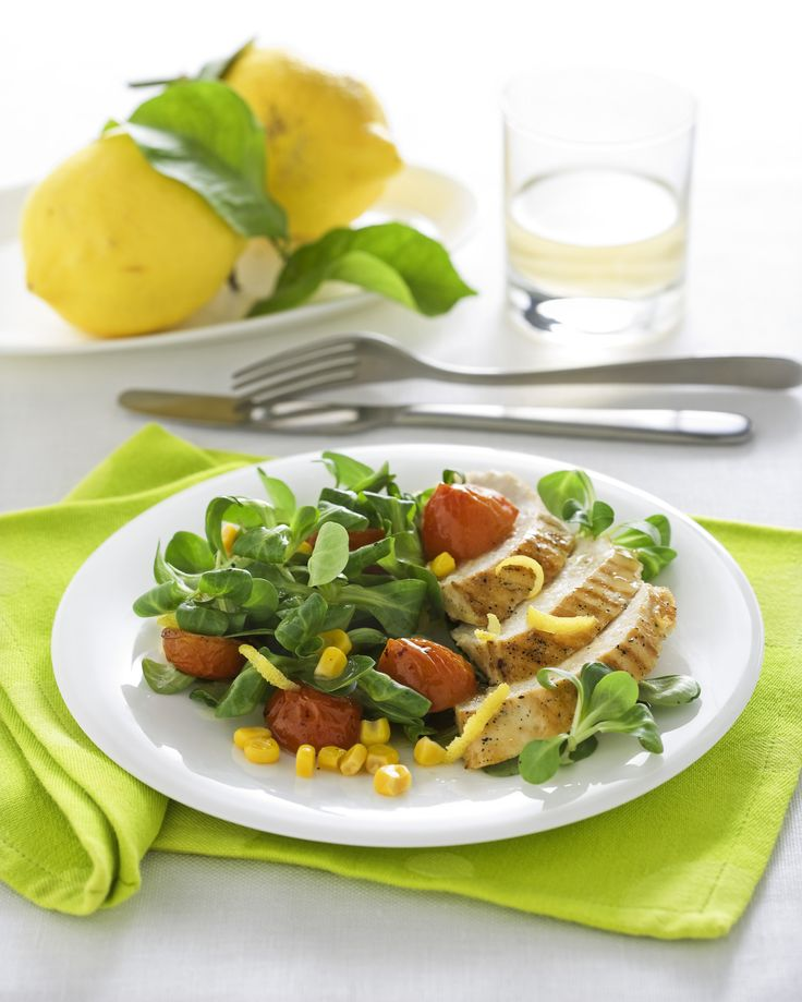 Insalata di pollo al limone e basilico : Scopri come preparare questa deliziosa ricetta. Facile, gustosa e adatta ad ogni occasione. Questo piatto unico ha un tempo di preparazione di 40 minuti.