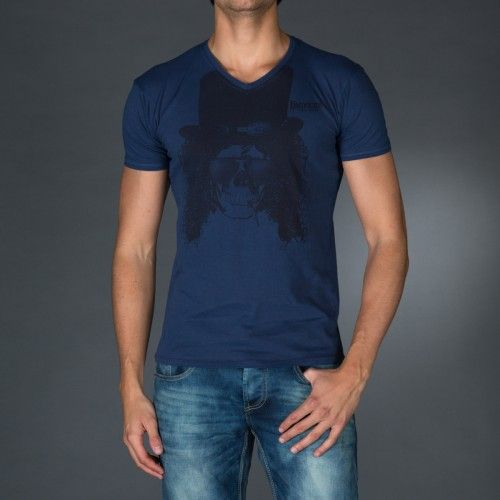 Treated V-neck t-shirt with vintage logo print on front.Application on front of a personalized label.  € 23.90