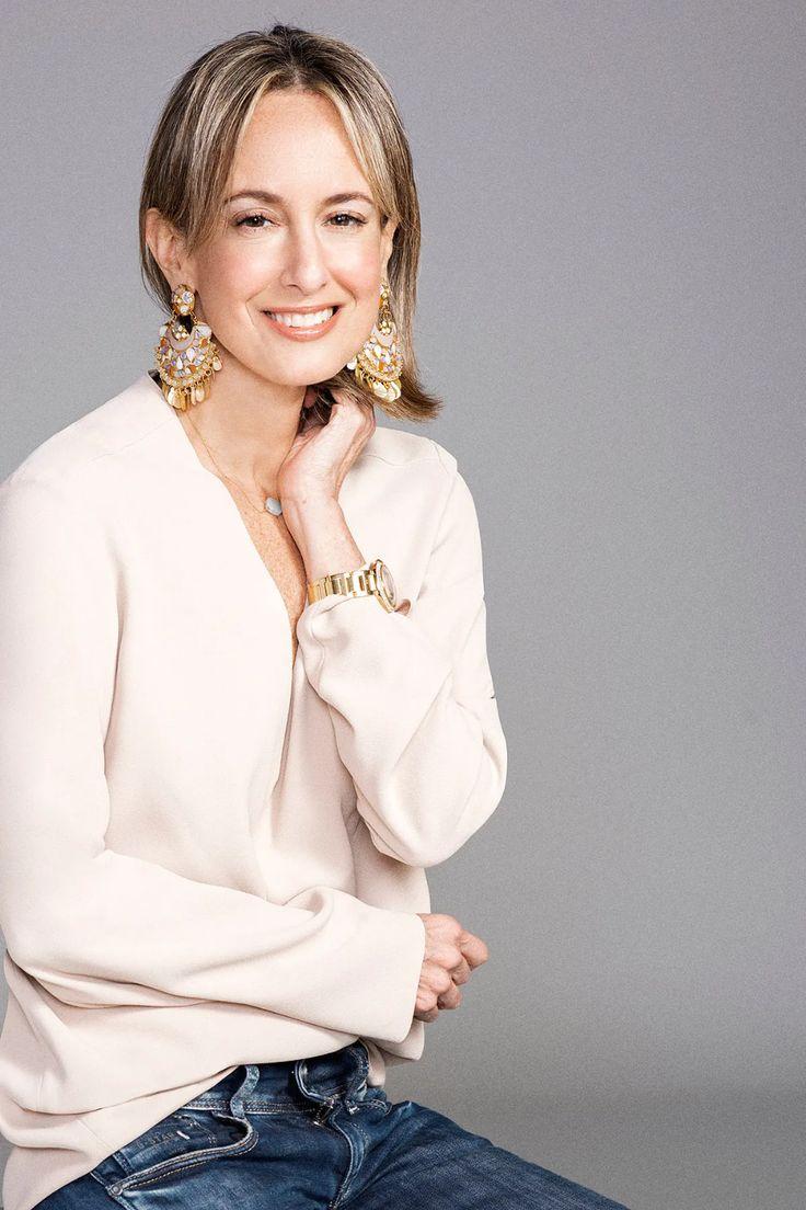 Silvia Tcherassi, la pionera de la moda colombiana | Vogue México y Latinoamérica Moda Paris, Vogue, Casual Chic Style, Kids And Parenting, Ready To Wear, Bell Sleeve Top, Ruffle Blouse, Boutique, Elegant