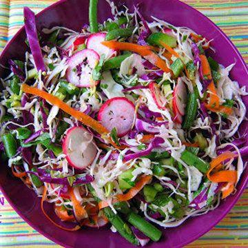 Салат из свежей капусты рецепт из Мексики  Знаете, как приготовить салат из свежей капусты рецепт острый? с перцем? - Ну вот такой мексиканский полон витаминов и всяких полезностей!