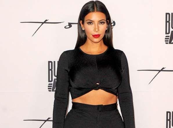 Kim Kardashian : elle sait aussi faire dans la sobriété... La preuve ! - Abaca