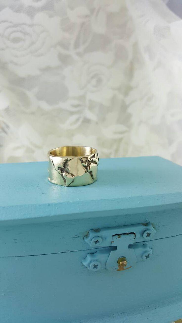 Mondo mappa anello in oro massiccio, banda larga del mondo mappa anello, anello di Wanderlust, viaggiatore mondo anello, oro mondo anello, anello di globo, terra anello oro di XanneFran su Etsy https://www.etsy.com/it/listing/275468306/mondo-mappa-anello-in-oro-massiccio
