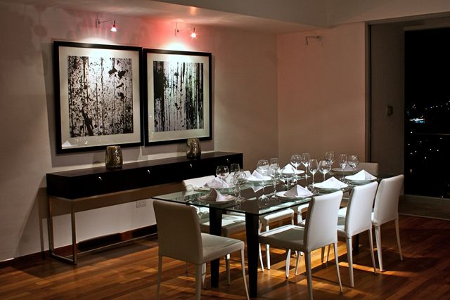 The designer chose a monochrome effect in the dining room to eliminate fuss.
