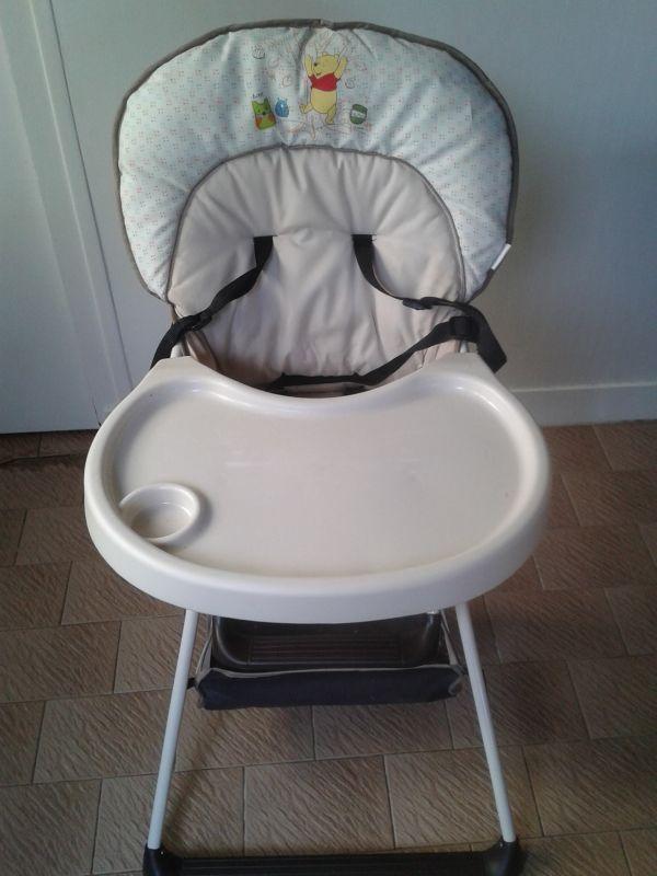 Chaise haute pliable Disney avec harnais 5 point et tablette