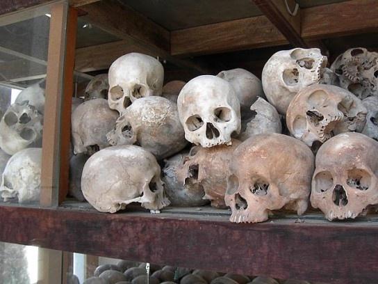 Najnowsza historia Kambodży pokazuje bezlitośnie, jak niewiele trzeba, aby doprowadzić społeczeństwo do obłędu i działań wykraczających poza jakiekolwiek reguły logiki