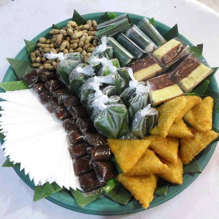 Found this indonesia meals on friend's wedding, hmmm...need some plastic bag to bring it home