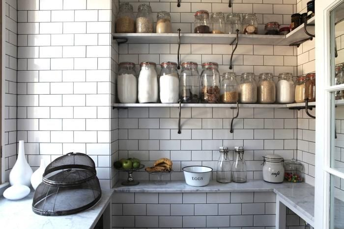 God I love this pantry. I'm still regretting not doing black grout between my subway tiles.