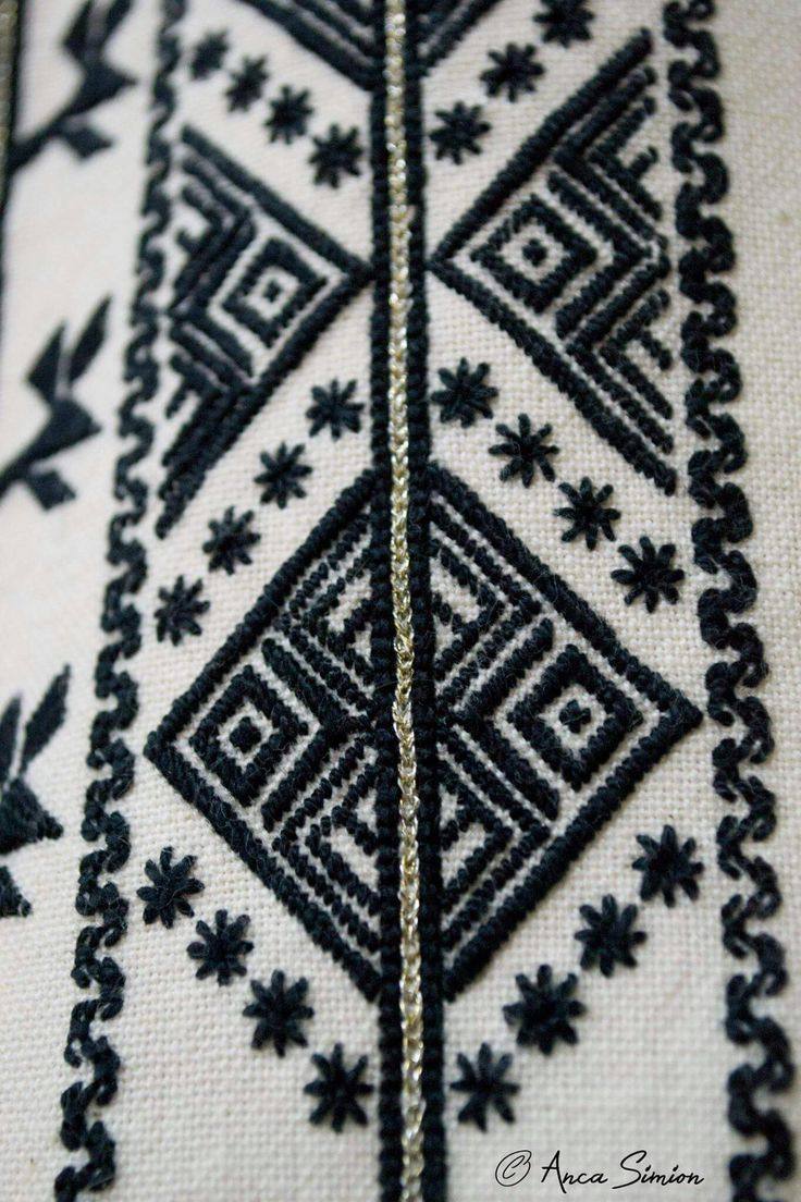 #iaaidoma Romanian blouse detaill. New embroidery, recreation of original blouses in museums around the world.