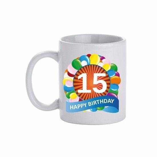 Verjaardag ballonnen mok / beker 15 jaar. Deze leeftijd mok 15 jaar heeft een inhoud van c.a. 300 ml. De beker is magnetron en vaatwasmachine bestendig. Materiaal: keramiek. Hoogte: 9,5 cm. Doorsnede: 8,2 cm.