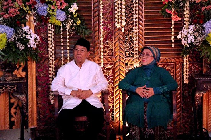 Pada hari Minggu 17 Juni 2012 di panti kami dilangsungkan perayaan Kawin Emas (50 th) perkawinan dari Bapak H. Dr. Amin Aryono dengan Ibu Hj. Rustin Amin Aryono. Diawali dengan sambutan kemudian ramah-tamah dilanjutkan hiburan keroncong dan penyampaian tali asih kepada ibu-ibu penghuni panti.