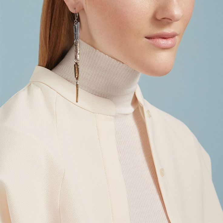 Pas besoin de grand chose pour rehausser un look! Une belle boucle d'oreille de la collection Anne-Marie Chagnon :)