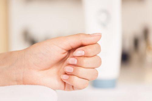 Τα 5 μεγαλύτερα λάθη που κάνεις με τα νύχια σου! - http://ipop.gr/themata/frontizw/ta-5-megalytera-lathi-pou-kanis-ta-nychia-sou/