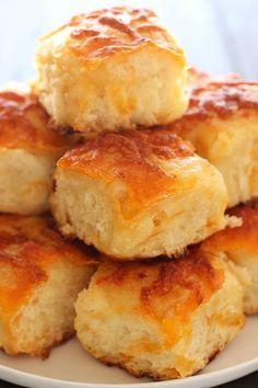 Ψωμάκια με τσένταρ και πατάτα