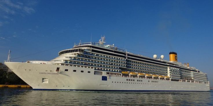 Το Costa Deliziosa  στον  Πειραιά. 18/09/2015.