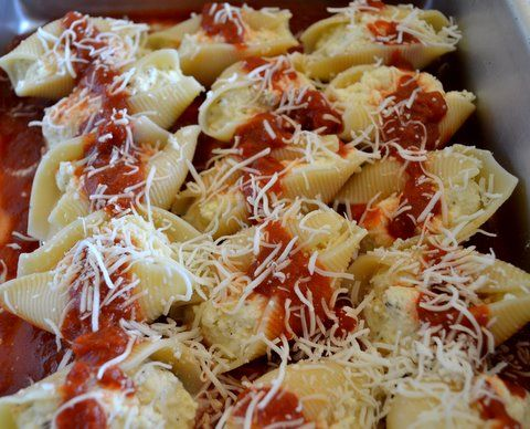 cheese stuffed shells: Ricotta Stuffed Shells, Chee Stuffed Shells, Fillings Shells, Cheese Stuffed Shells, Family Love, Families Love, Stuffed Pasta Shells, Kid, Becca Recipes