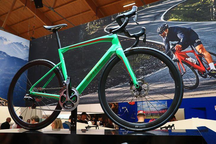 BMCのエンデュランスロードバイク「Roadmachine」: photo:Makoto.AYANO