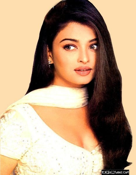 Doll faced Aishwarya Rai.That hair is so healthy looking! Her lips are stunning.