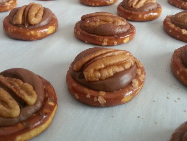 turtle pretzel covered caramel chocolate covered turtle 283 turtles ...