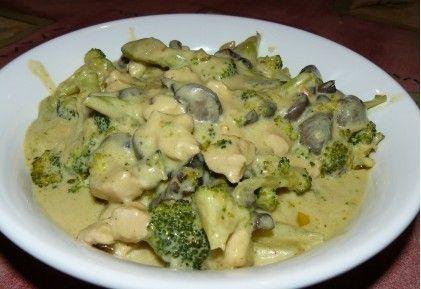 Brokkolis-gombás-kókusztejes csirke