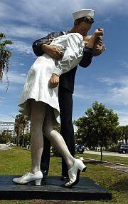 Topics - Unconditional Surrender statue | HeraldTribune.com | Sarasota Herald-Tribune