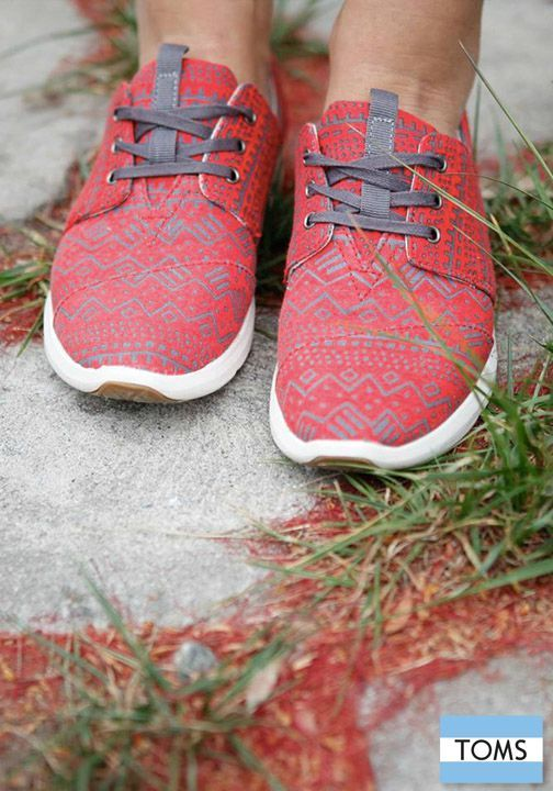 Stand out and give back with a colorful new pair of printed TOMS Del Rey Sneakers.