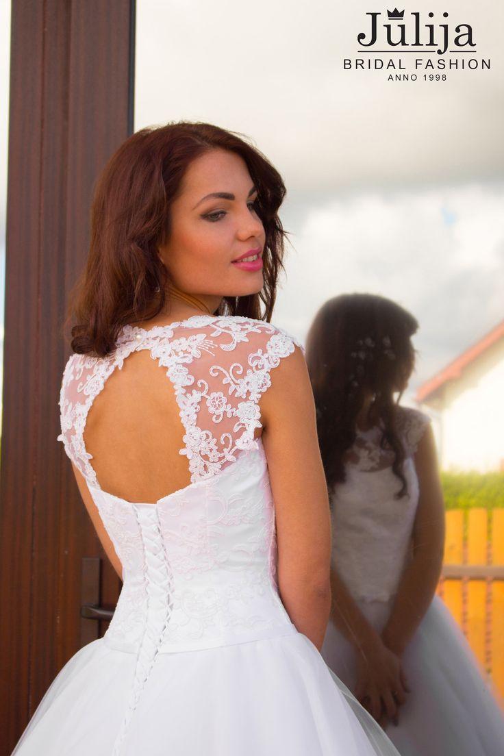 Свадебные платья в Риге - самый большой выбор ! Бохо , рустик , А силуэта , пляжные , винтажные дизайнерские свадебные платья .  Свадебный салон Julija