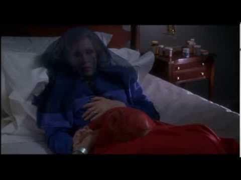 Faye Dunaway is Serena Joy - 3/3 The Handmaid's Tale(侍女の物語)、マーガレット・アトウッド原作。