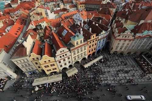 在火柴盒中的我們  ~Gazing from Pražský orloj, Staroměstské náměstí 布拉格舊城廣場 ~