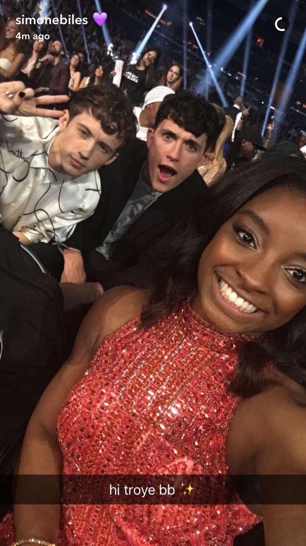 Troye Sivan at the VMAs with simon biles