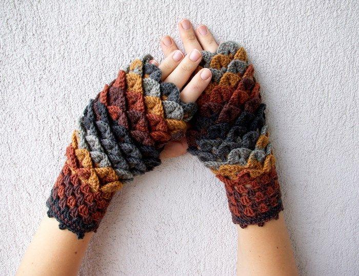 A loja Mareshop vende umas peças bem bacanas de crochê. Dentre elas, tem essa luva inspirada em patas de dragão. Ela é toda feita com lã, e você que tem os dotes pode muito bem se inspirar, fazer a sua e encarar o frio com um par descolado desses. (...)