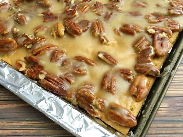 Fall in love with autumn with this recipe for pecan pie bark. This pecan pie bark is easy to make and sure to be gobbled up by all!