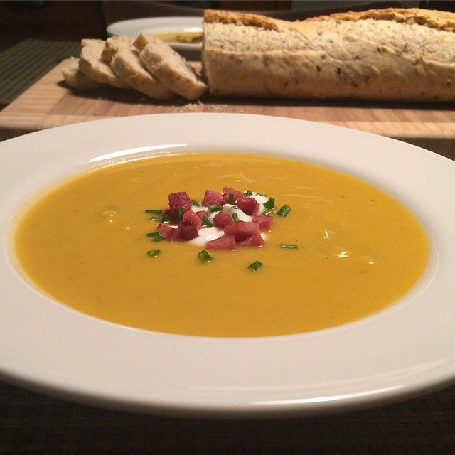 Butternut squash and leek soup. Cozy comfort on a cold winter night.  #delicious #fresh #healthyfood #flavour @zimmysnook