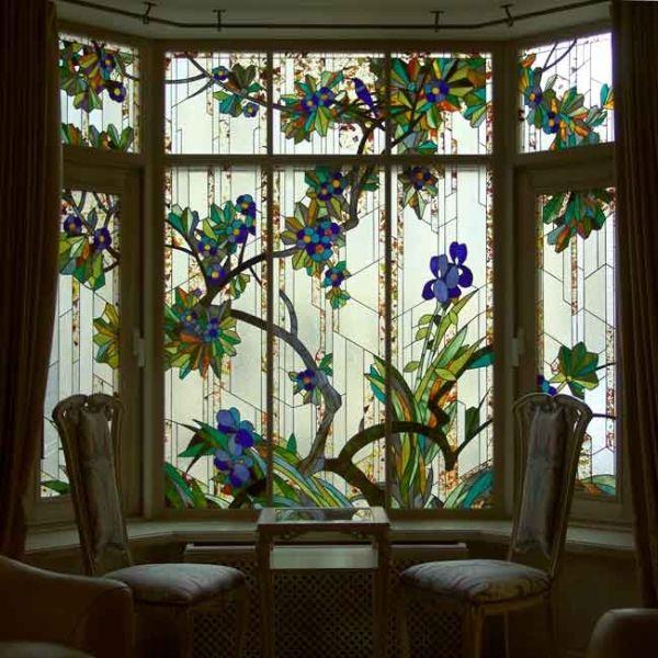 Сегодня, как и сотни лет назад, на создание цветных стеклянных витражей у мастеров уходят недели или даже месяцы. Старинное искусство мозаики из стеклянных цветных фрагментов, соединенных между соб...