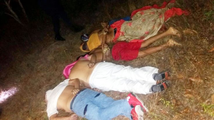 GUERRERO: EN EL CERRO DE MACHOGUA ENCUENTRAN EJECUTADAS A CINCO PERSONA CAMINO DE LAS ANTENAS, VIEJO LIBRAMIENTO A TIXTLA!!!  Chilpancingo de los Bravos Guerrero, a 29 de Noviembre de 2016.- Cinco hombres de los cuales aún se desconocen sus identidades fueron encontrados torturados y asesinados a balazos, en la carretera Federal Chilpancingo-Tixtla a la altura del punto conocido como...