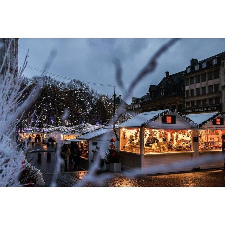 Marché de Noël à Rouen ^^  .  .  .  .  .  .  .  .  .  .  .  .  .    #marche #noël #marché #lights #christmas #celebration #beautiful #photooftheday #winter #presents #rouen #rouentourisme #France #normandie #normandietourisme  .  .  #canon80d #sigma1835