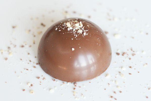 Chokoladebomber med chokolademousse - praline - hasselnødder - Amedei Toscano Brown